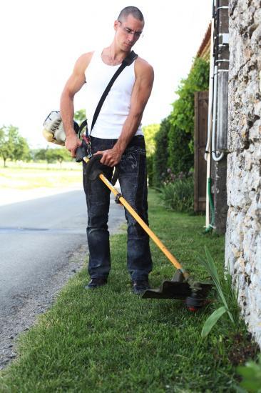 Tout travaux espaces verts entretien jardin taille de for Emploi entretien jardin